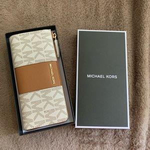 NWT!!! Michael Kors Center Stripe Long Wallet